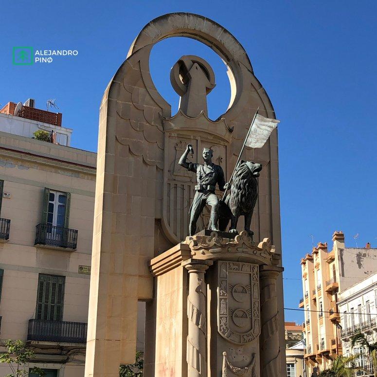 Estatua Aguila